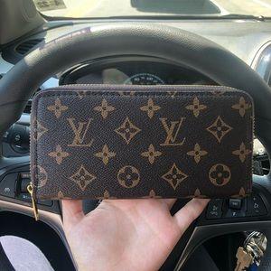 NEW wallet/wristlet ❤️